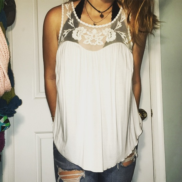 14b4e665d399f American Eagle Outfitters Tops - American Eagle Soft   Sexy Flowy Lace Tank